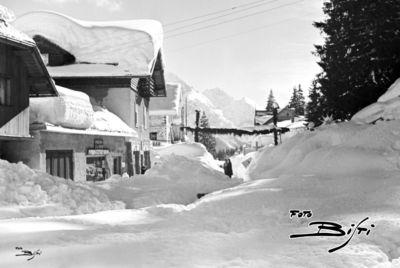 066 - viale Dolomiti davanti a cooperativa