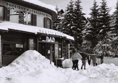 311 - sciatori e bar suisse