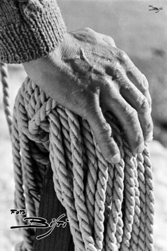400 - mano e corda - verticale
